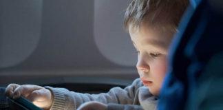 Pierwszy lot z małym dzieckiem. Jak się przygotować?