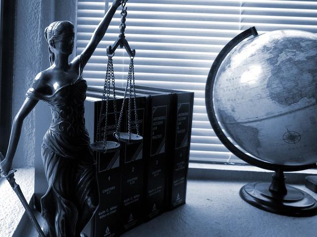 Gdzie studiować prawo? Wybrać uczelnie w Warszawie czy Krakowie