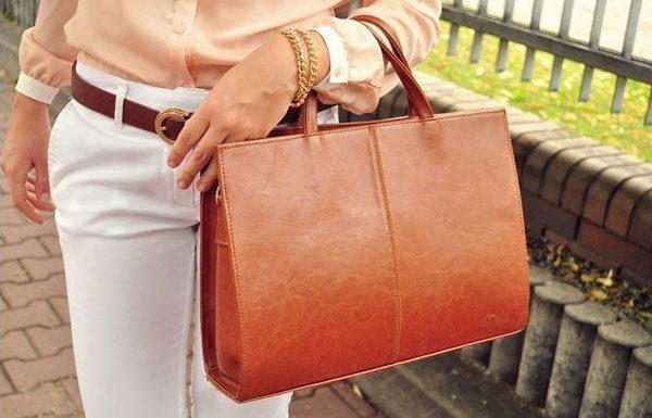 Kuferek jako jeden z modnych przykładów włoskich torebek