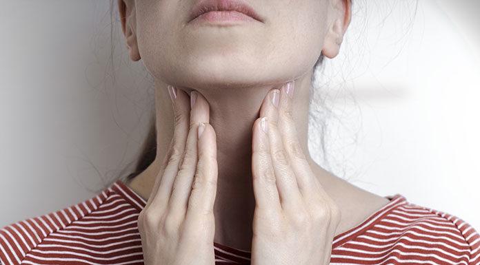 Skuteczne sposoby na ból gardła – nie tylko domowa pomoc