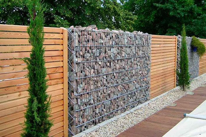 Płoty drewniane w ogrodzie – jak i kiedy najlepiej je kupować